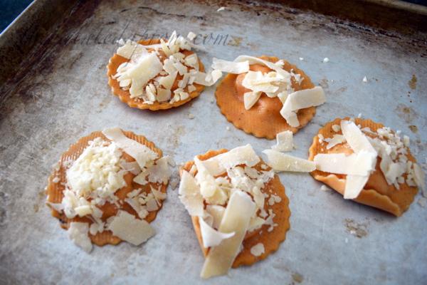 Parmesan topped ravioli croutons thepaintedapron.com