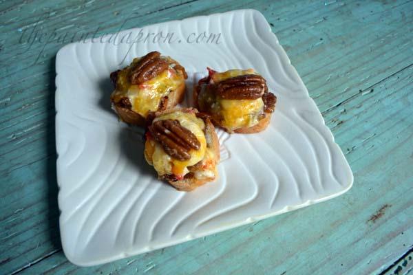 pimento cheese & bacon jam crostini thepaintedapron.com