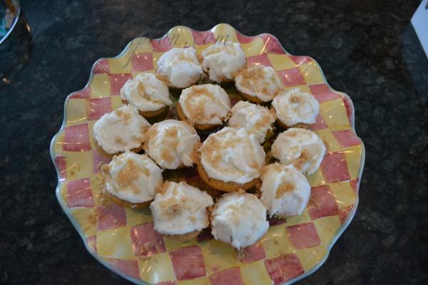 butter rum cupcakes thepaintedapron.com