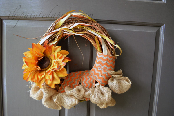 burlap and sunflower wreath thepaintedapron.com