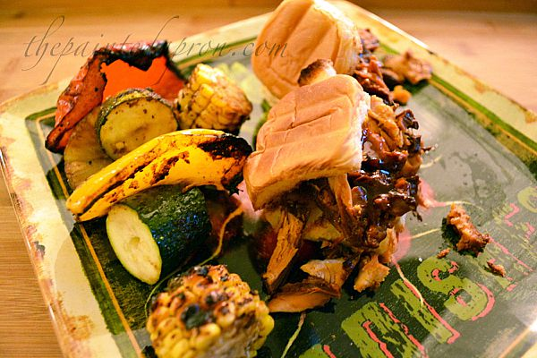 chicken sliders with grilled vegetables thepaintedapron.com
