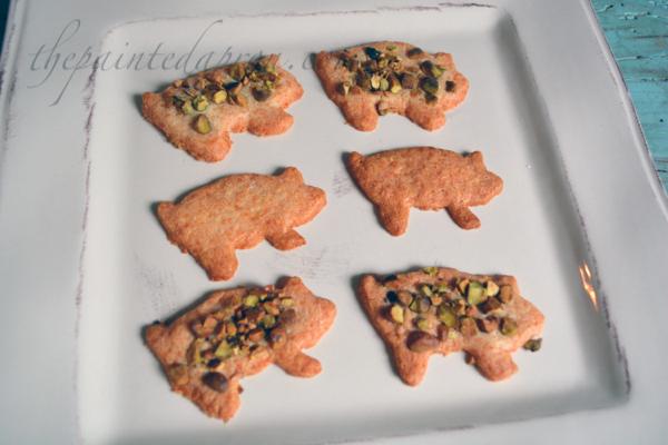 pistachio pigs thepaintedapron.com