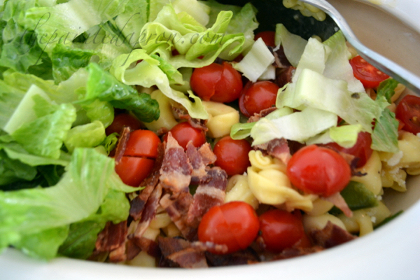 BLT salad with veggie thepaintedapron.com