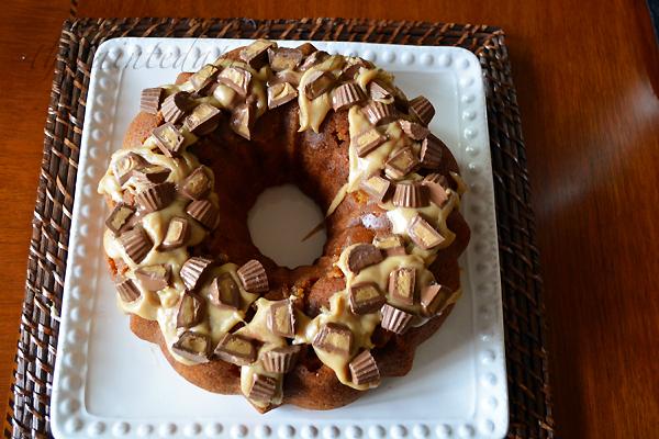 candy wreath cake 1 thepaintedapron.com