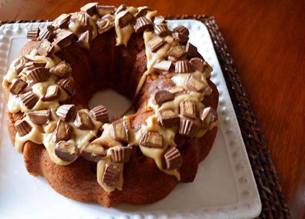 candy wreath cake 3 thepaintedapron.com