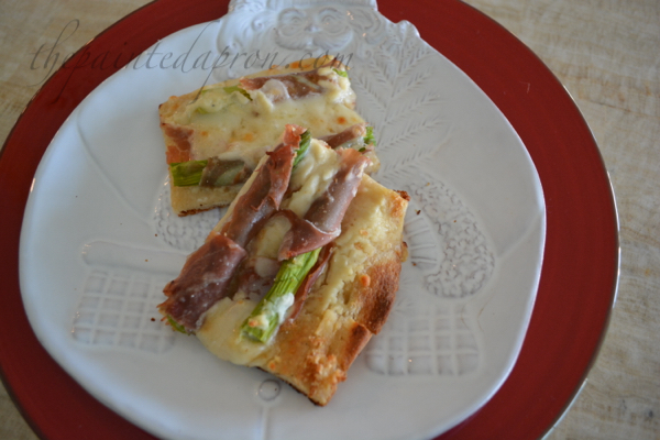 Prosciutto wrapped asparagus pizza