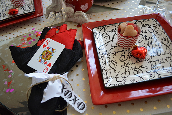 queen of hearts table