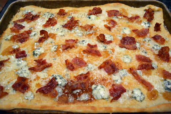 bacon,pear and bleu cheese flatbread
