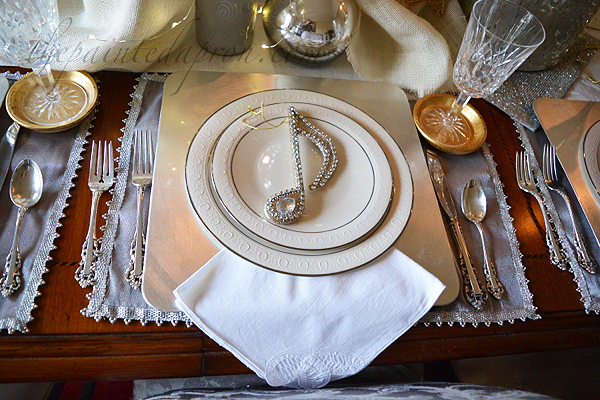 holiday-gold-silver-table