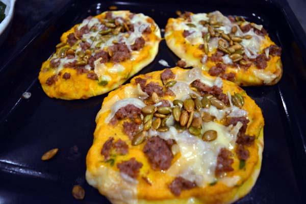 sausage-pumpkin-pepita-personal-pizza